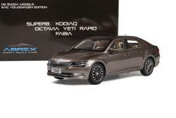 Škoda Superb III (2015) 1:18 - Zlatá Metalíza