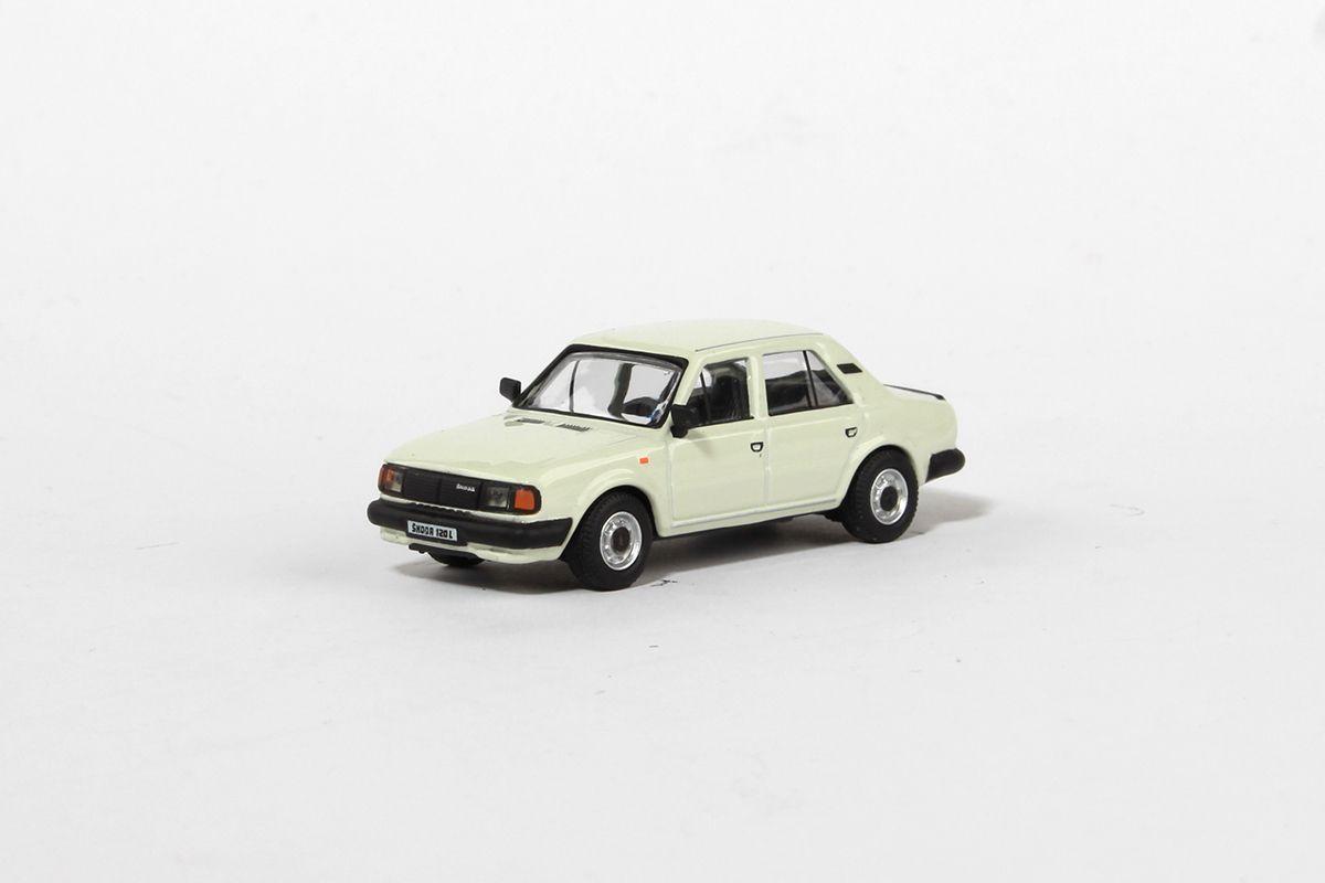 Škoda 120L (1984) 1:72 - Bílá Ledová
