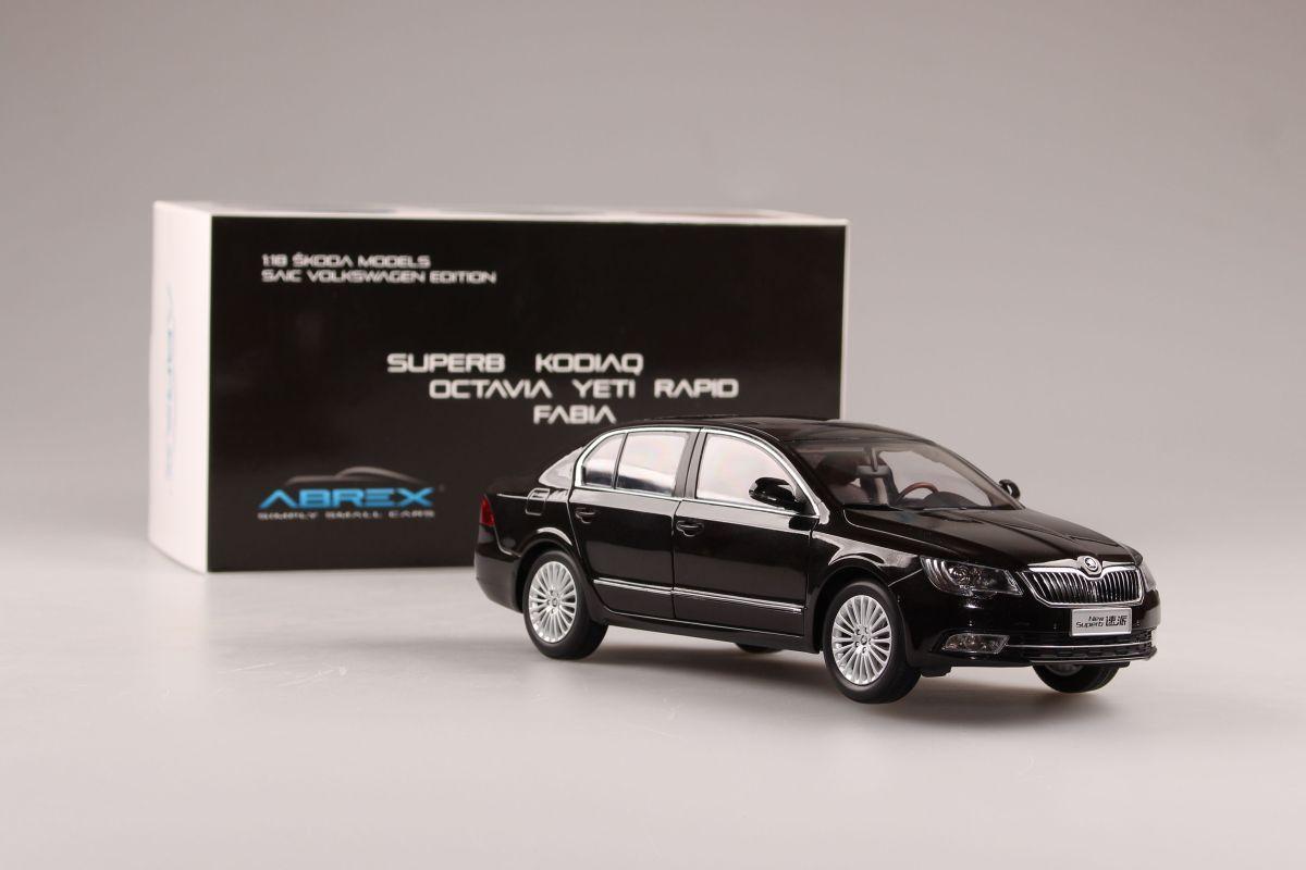 Škoda Superb II FL (2013) 1:18 - Hnědá Metalíza
