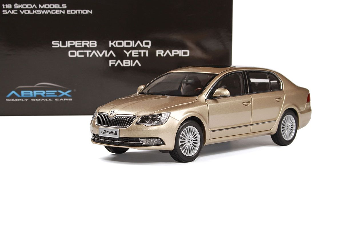 Škoda Superb II FL (2013) 1:18 - Zlatá Metalíza