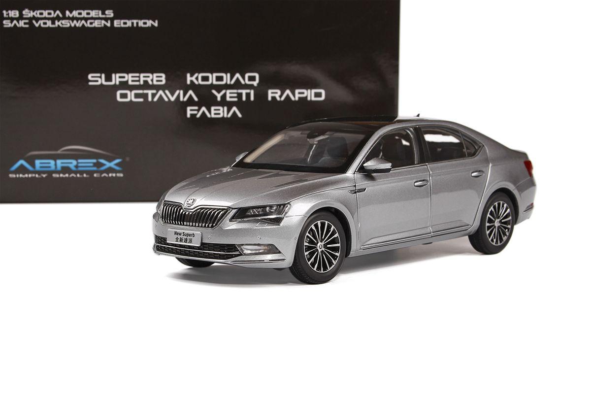 Škoda Superb III (2015) 1:18 - Šedá Metalíza