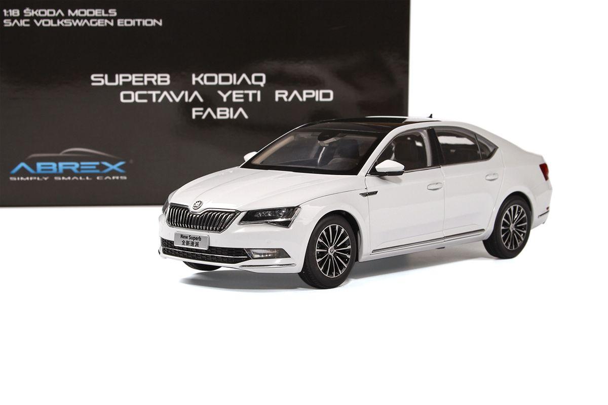 Škoda Superb III (2015) 1:18 - Bílá