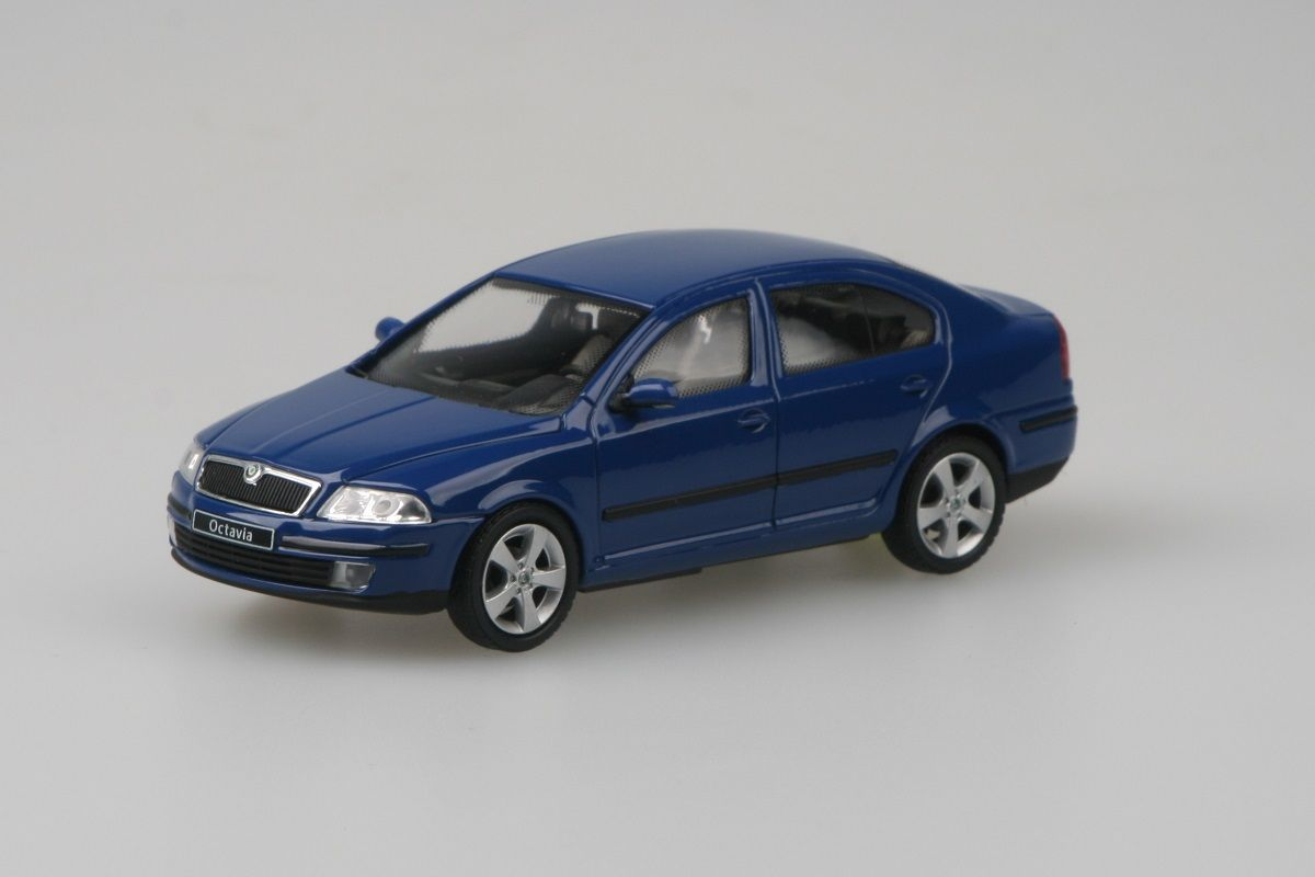 Kovový model Škoda Octavia II - modrá dynamic uni