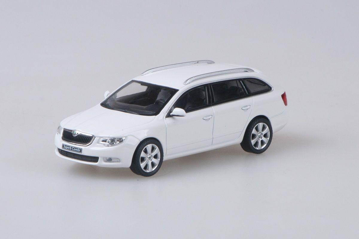 Škoda Superb II Combi (2009) 1:43 - Bílá Candi Uni