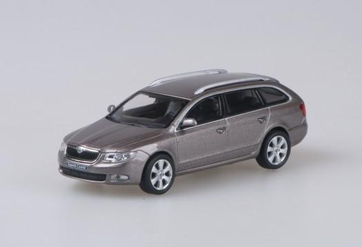 Škoda Superb II Combi (2009) 1:43 - Fialová Amethyst Metalíza
