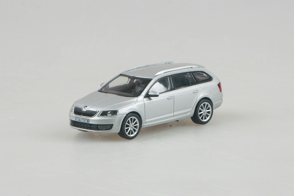 Škoda Octavia III Combi (2013) 1:43 - Stříbrná Brilliant Metalíza